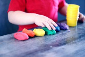 modellervoks og børnemøbler