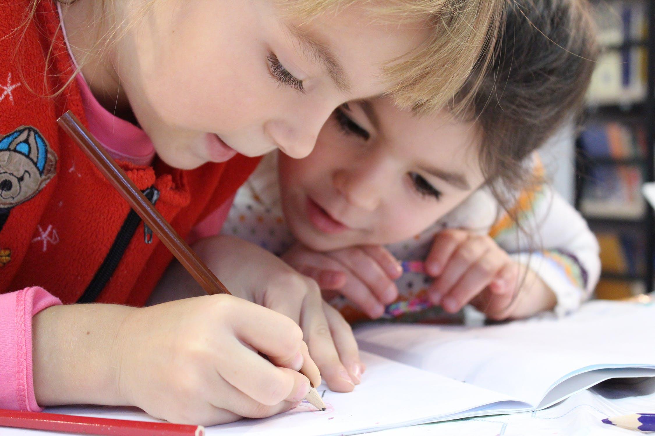 Børn som tegner