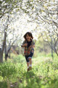 dreng løber